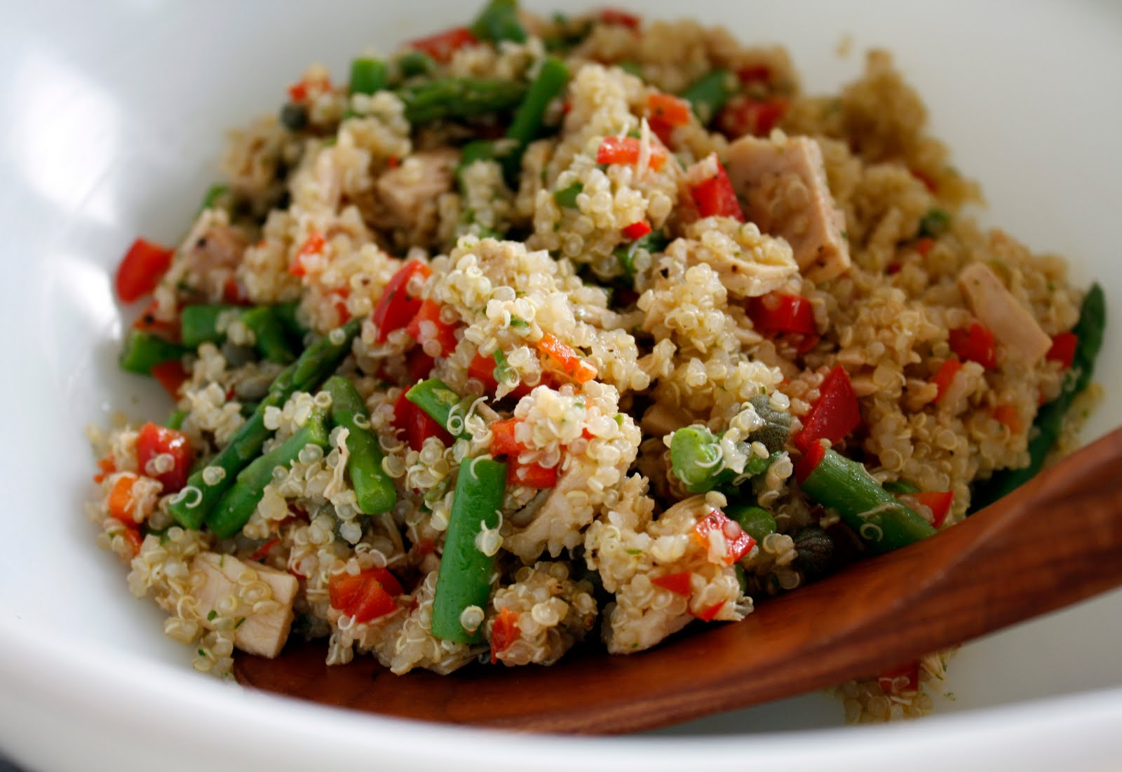 Tuna and quinoa lunch meal